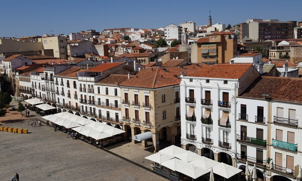 caceres-4753186_1920 (1)